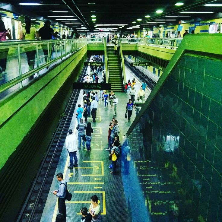 "68 Me gusta, 11 comentarios - Mara (@mara.jg) en Instagram: ""Estación de metro//metrostation... #Caracas #Venezuela #metrodecaracas #estaciondemetro…"""