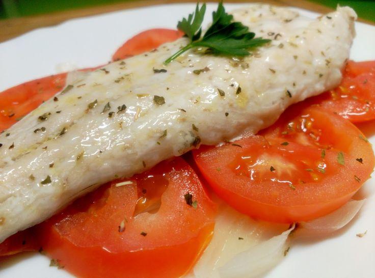 Recetas Fitness Fáciles: Merluza al microondas con cebolla y tomate