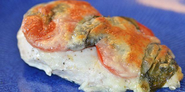 Kylling med tomat, basilikum og mozzarella