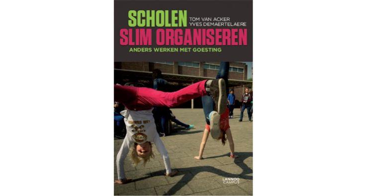 Scholen slim organiseren | In dit boek pleiten de auteurs voor een nieuwe organisatiestructuur in scholen: van een bureaucratische onderwijsorganisatie die hiërarchisch en functioneel is opgebouwd naar een flexibele en vlakke onderwijsorganisatie.