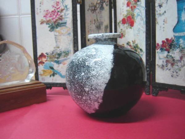 Pintura em vaso com a Técnica de Salpique ! Tão elegante, até parece daqueles vasos de cerâmica japonesa... mas foi pintado a frio, numa técnica simples e barata, aprendida nas aulinhas de arte da escola. Se você gosta de peças...