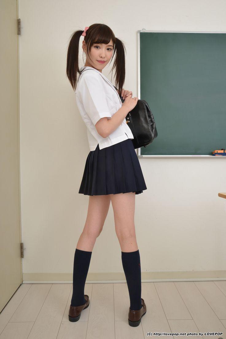 村上友梨がパンチラしている女子校生制服画像 | 女子校生制服