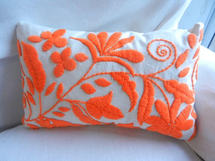Almohadones bordados a mano!!!, $290 en http://ofeliafeliz.com.ar