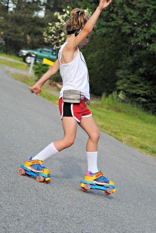 Create Kids Couture - Joplin's Retro Gym Shorts PDF Pattern, $6.00 (http://ckcpatterns.com/joplins-girls.html)