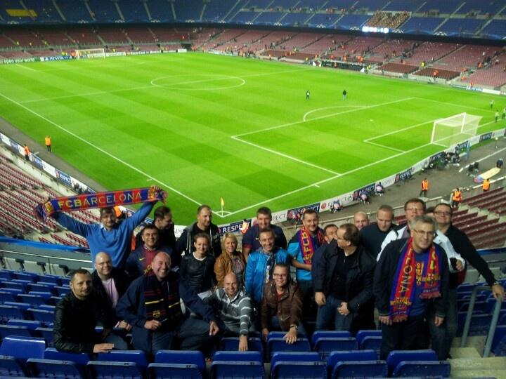 rocznik 2013 programu AMP na IESE na Camp Nou