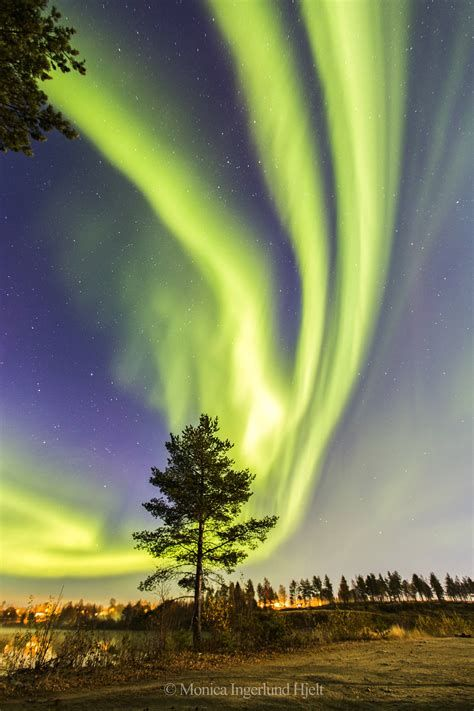 Seems like Northern Lights but a way lot beautiful