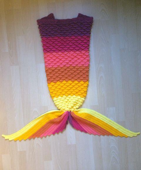 Kijk wat ik gevonden heb op Freubelweb.nl: een gratis haakpatroon van Charami om deze mooie deken in de vorm van een zeemeerminnenstaart te maken! https://www.freubelweb.nl/freubel-zelf/gratis-haakpatroon-zeemeerminnendeken/