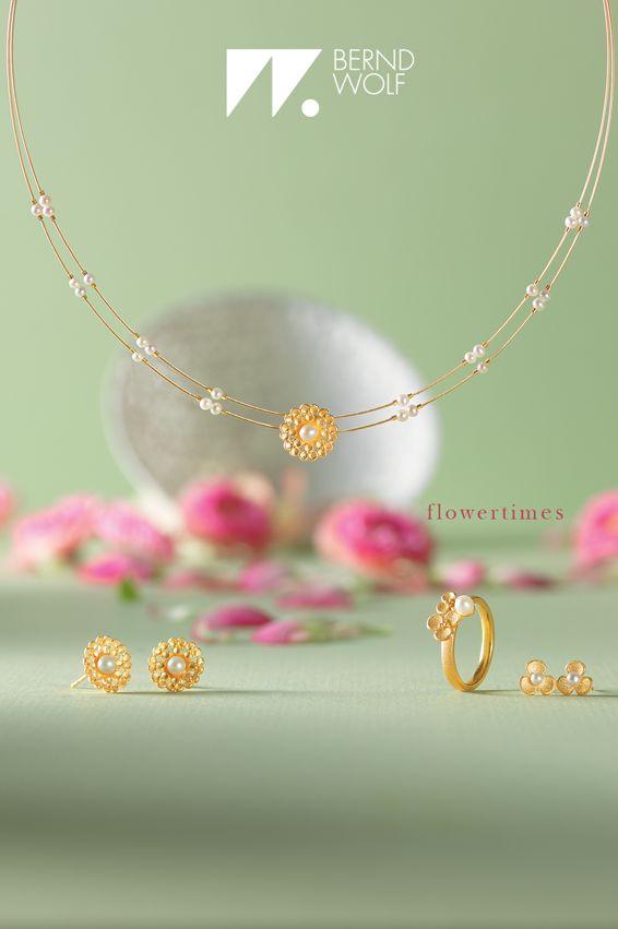 Schmuckset Leilenia in goldplattiert mit schimmernden Süßwasserperlen #BerndWolf #Schmuck #Hochzeit #Braut #Brautschmuck #Silber #Blüten #jewelry #pealrs #Bride #perfektday