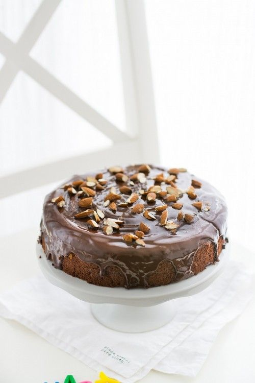 Mandulás Sacher-torta recept