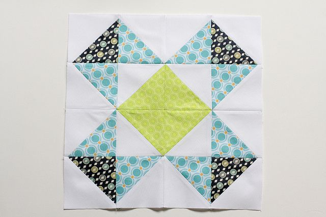 HST Block of the Month: May: Quiltshalf Squaretriangl, Colors Combos, Colors Order, Half Squares Triangles, Baby Quilts, Blocks Tutorials, Quilts Blocks, Hst Blocks, Quilts Half Squaretriangl
