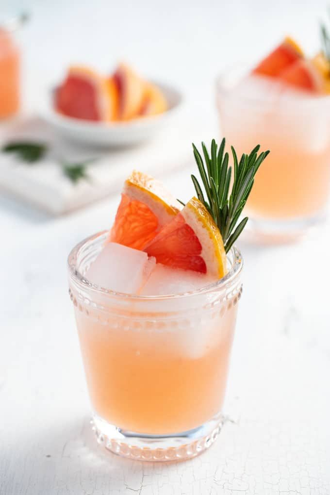 Süß, herb und blumig platzt dieser Cocktail aus Gin, Grapefruit und Holunderblü …   – Gin drinks