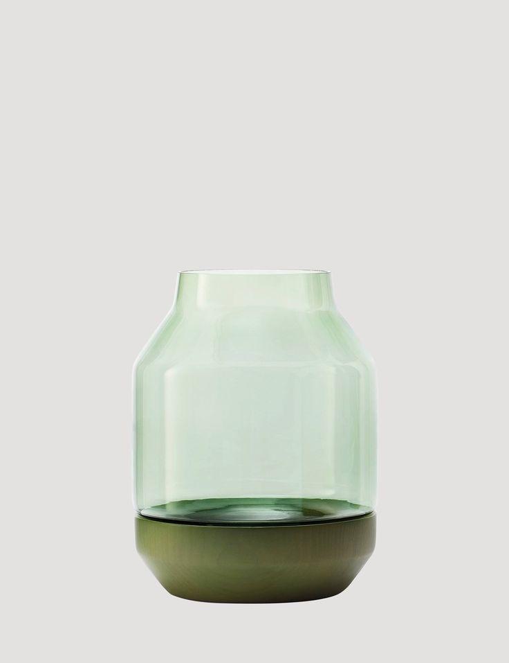 Design-Vase Elevated von Muuto: Schlicht und stylisch, ohne der Blume ihre Aufmersamkeit zu entziehen