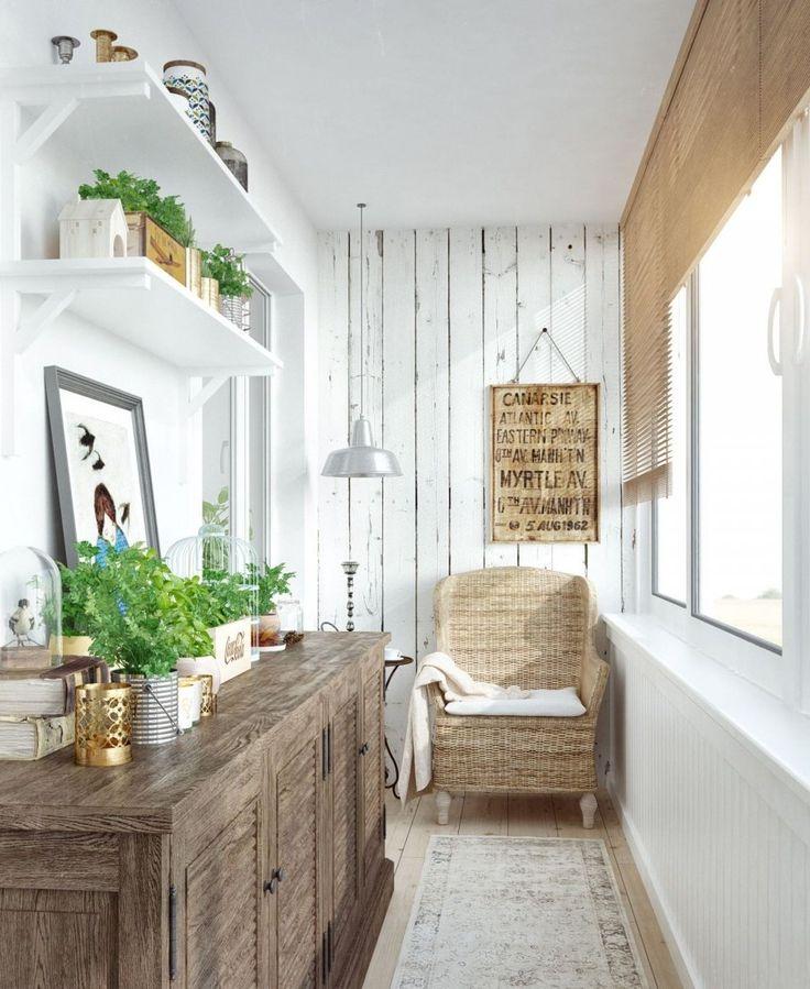 Плетеное кресло на лоджии и комод из натурального дерева созданы друг для друга.
