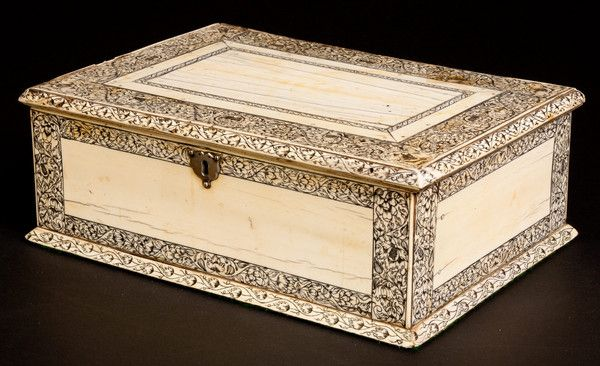 Antique Vizagapatam Ivory Box, c1740 India.  (From richardgardnerantiques.co.uk)