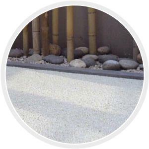 PIEDREX  Revestimiento pétreo decorativo para pisos. Compuesto por piedras de color seleccionadas y refisan EDFAN. Áreas de aplicación: Azoteas o terrazas transitables, Veredas, Patios, Senderos, Galerías, etc.