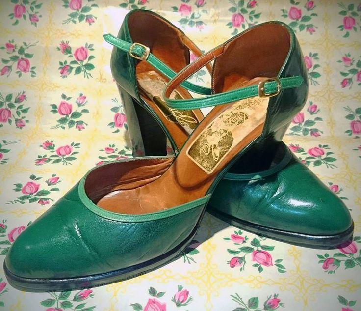 Zapatos de piel de tacón de los años 50 ó 60. Buen estado, suela y tapas casi nuevas. Talla 38 aprox. Facebook.com/calypsozgz . #CalypsoZGZ #vintage #vintageshoes #vintagefashion #vintageshop #años50 #años60 #1950s #1960s #swing #mod #zaragozaisvintage
