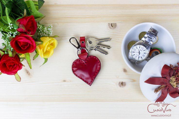 A leather heart, an amazind keyring. Handmade in Italy by CuoioVivo. #cuoio #leather #keyring #keyrings #crafts #leatherwork #portachiavi #portachiave #chiavi #keys #artigianale #artigianato #artigiano #Trentino #Italy #MadeinItaly #Handmade #love #heart #valentine #valentinesday #amore #cuore