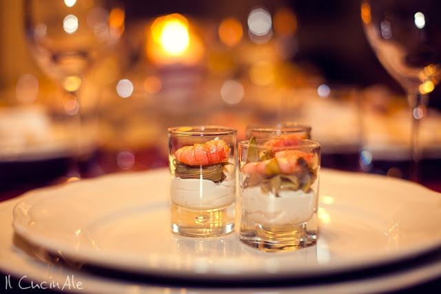 Bicchierini con spuma di ricotta di bufala, carciofi e gambero rosso
