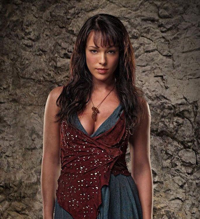 Erin Cummings como Sura en la serie 'Spartacus'