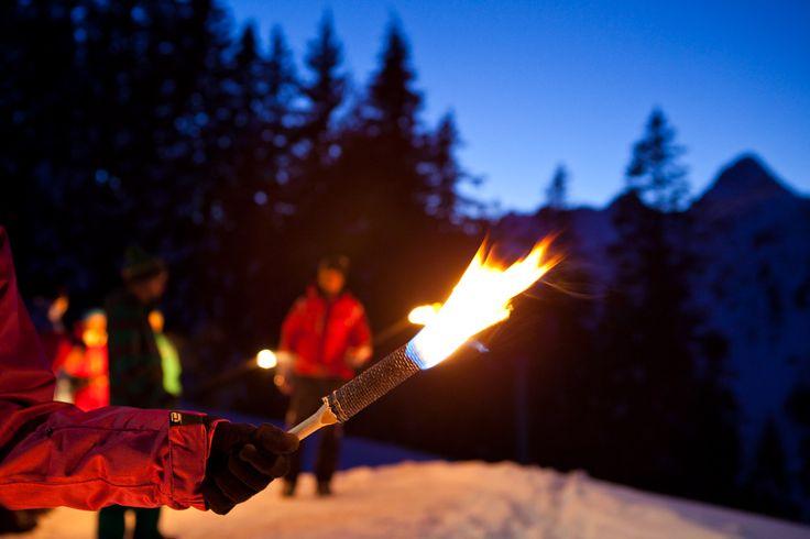 Fackelwanderung - die Fackeltour nach Garfrescha ist ein Erlebnis mit Abenteuercharakter. Nach einer gemütlichen Käsknöpflepartie in der Gäßbarga startet die Winterwanderung durch den verschneiten Fichtenwald. Erfreue dich an der romantischen Beleuchtung der brennenden Fackeln.  https://www.youtube.com/watch?v=VvMvDp9mfDY #silvrettamontafon #lights #snow #hiking
