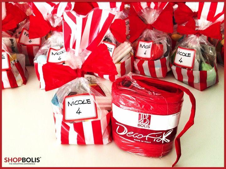 Come confezionare le caramelle per un compleanno? Un sacchetto colorato e Decofiok per chiuderlo. Basterà fare un nodo intorno al sacchetto e allargare il nastro per un effetto papillon. I bambini lo gradiranno sicuramente. #gift #birthday #wrapping #decofiok #sacchetticaramelle #caramelle #handmade #handmadecraft #wrappingideas #birthdaygift #madeinitaly #madewithlove