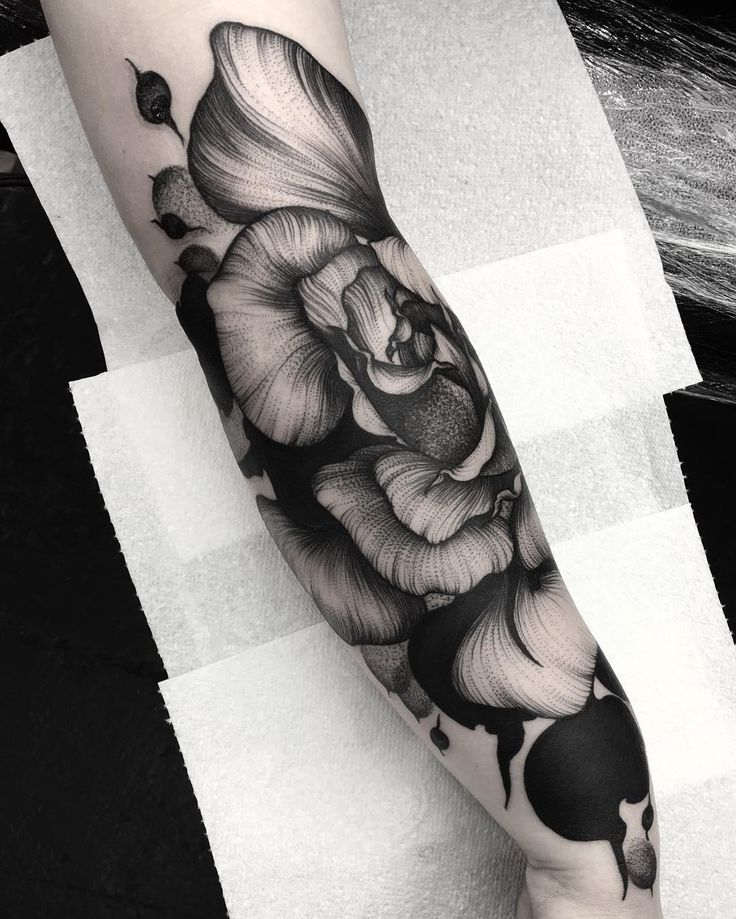 by Kelly Violet #flowers #tattoo #hand