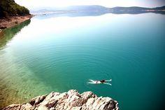 "H υπέροχη λίμνη ""Lac Saint-Croix"" της Προβηγκίας είναι ένας τόπος ανανέωσης και ηρεμίας..."