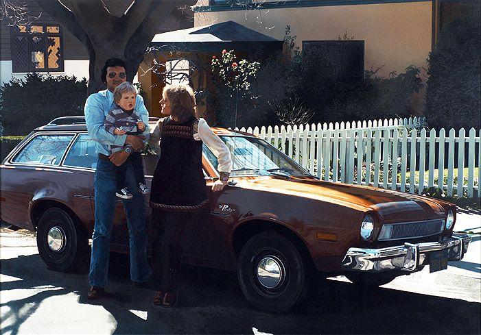 Robert Bechtle: Berkeley Pinto (John de Andrea and his Family next to Bechtles Car), 1976, Öl auf Leinwand, 124,5 x 177,5 x 5,5 cm, Sammlung MUMOK. Foto: MUMOK © Robert Bechtle