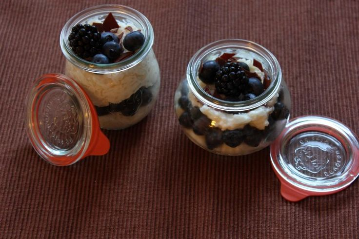 REISHUNGER Milchreis mit Schokoflocken und Beeren #reishunger #milchreis #schoko #beeren #vegetarisch #dessert