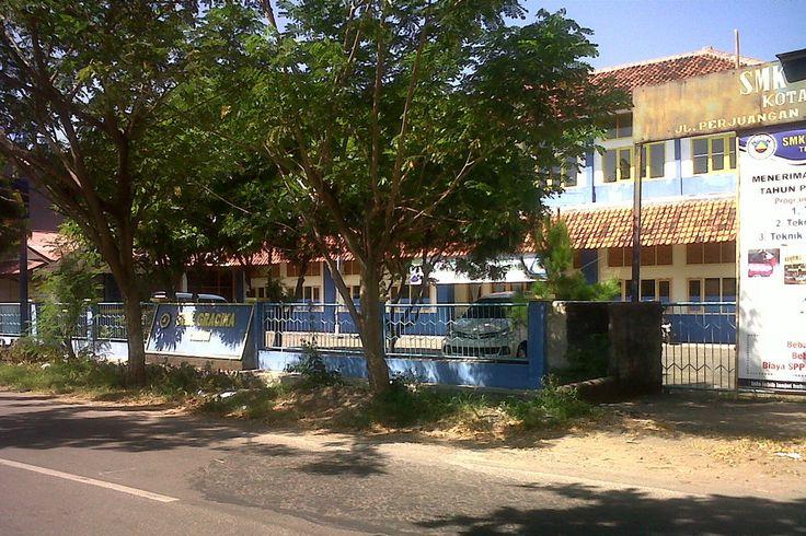 SMK Gracika Cirebon Jalan Majasem, Kecamatan Kesambi, Kota Cirebon, Jawa Barat, Indonesia. photo cp 19 Juli 2014