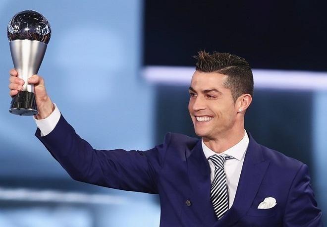 Covesia.com - Federation Internationale de Football Association (FIFA) menobatkan Cristiano Ronaldo sebagai pemain terbaik dunia 2016 yang digelar di Zurich,...