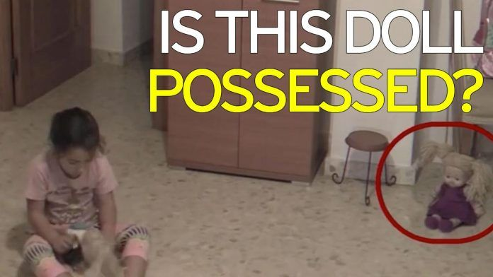 Κοριτσάκι έπαθε σοκ μόλις συνειδητοποίησε ότι στο σπίτι της υπάρχουν φαντάσματα! Crazynews.gr