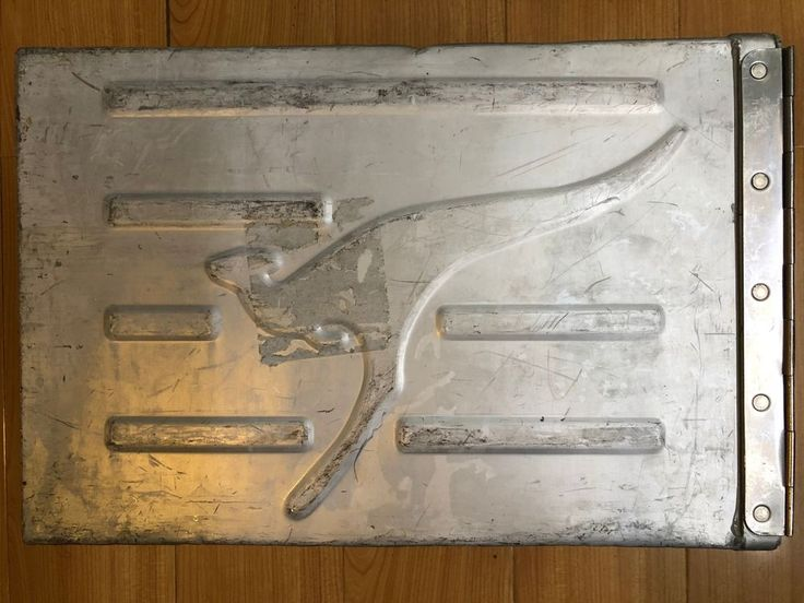 Qantas Airlines Boeing 747-400 Airplane Galley Box Double Lock With Logo