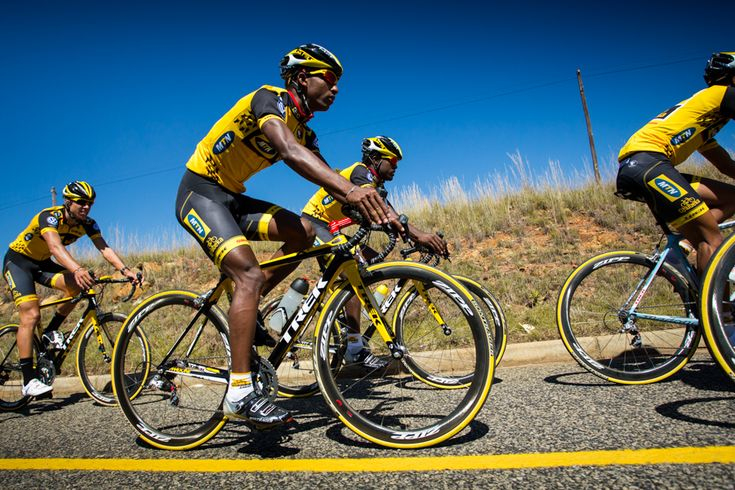 The riders left the team base in Johannesburg for a pedal under the African sun. The feeder team had the opportunity to ask the more experienced riders questions. On the feeder team we currently have riders from Ethiopia, Eritrea, Namibia, Rwanda, South Africa andEgypt among others.