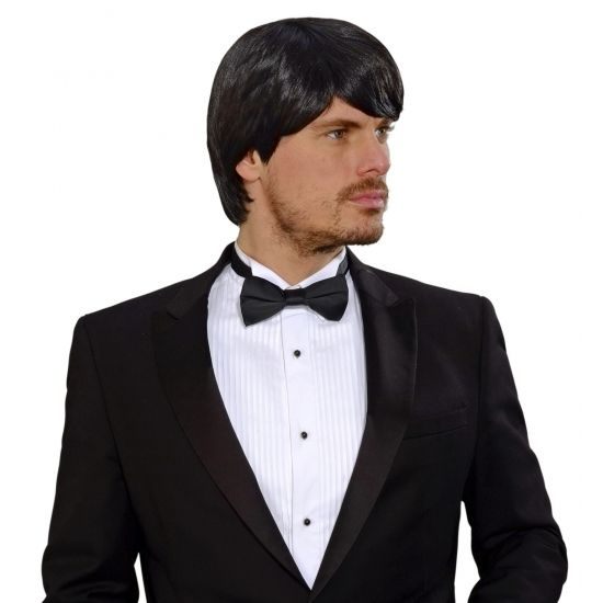 Halflange zwarte pruik voor heren  Zwarte pruik voor heren. Mooie zwarte pruik met half lang haar. Geschikt voor volwassenen.  EUR 24.95  Meer informatie