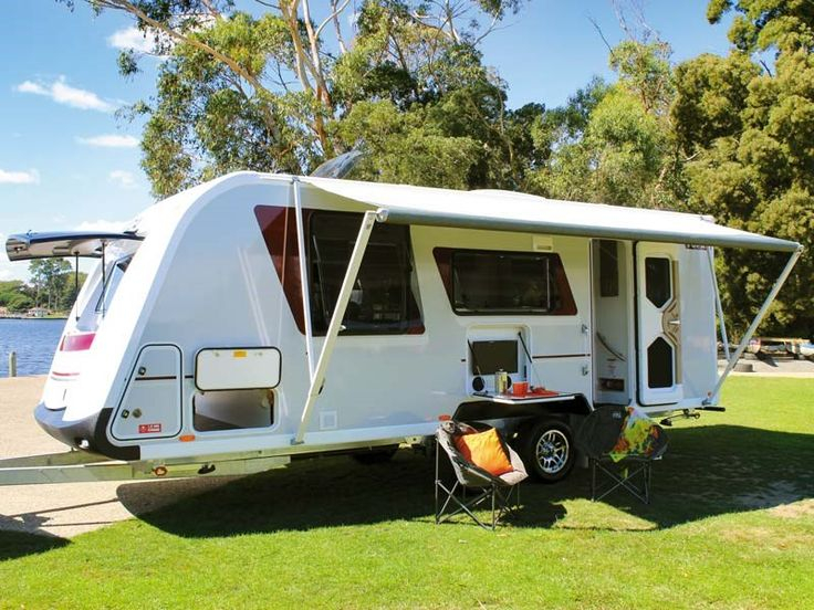 Avida has only recently stepped into the caravan market, but has been constructing high-end motorhomes since 1965. One look at their mid-level Topaz model caravan tells you this has been no rush job – there are elements everywhere that suggest a well-considered design borne from years of experience in the mobile home market.