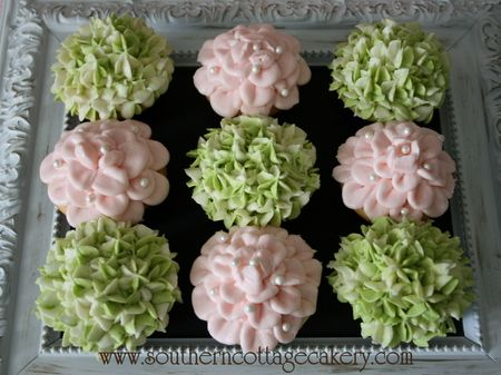 How to make rose and hydrangea cupcakes