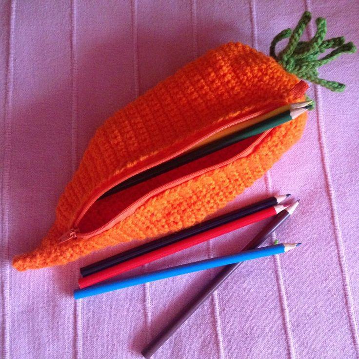 Astuccio porta pastelli / porta tutto  a forma di carota Su bebuu.it