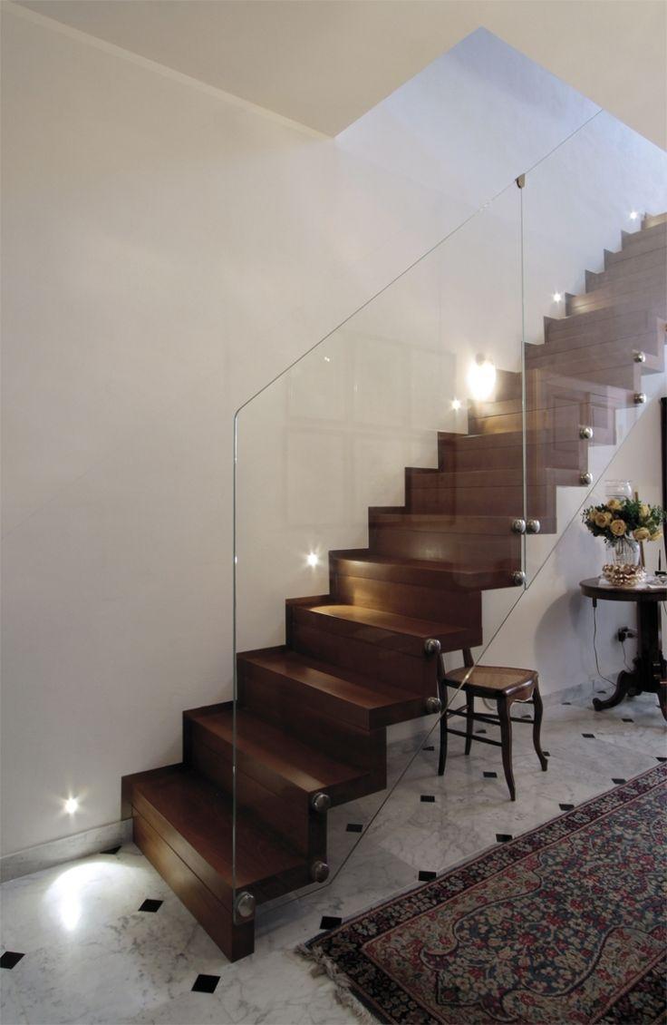 escalier suspendu marches et contre marches en bois. Black Bedroom Furniture Sets. Home Design Ideas