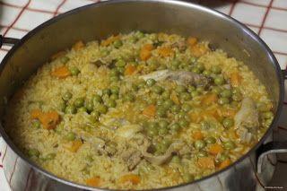 Coelho estufado com arroz de ervilhas e cenoura