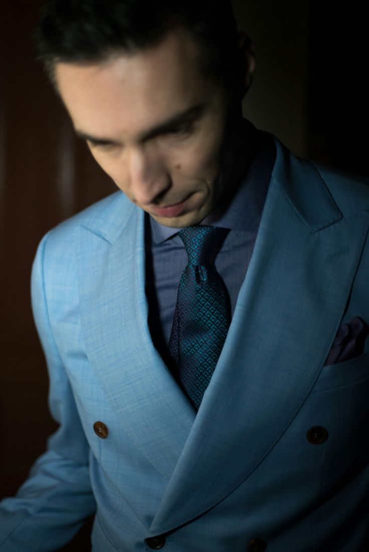 Killer size lapels on our double breasted bespoke Artizan suit #morethanasuit @artizanimage