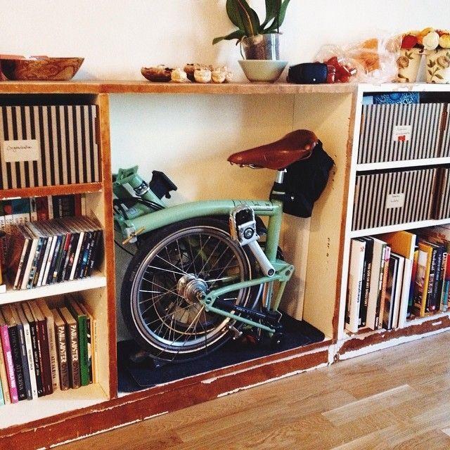 Le vélo pliant, presque un accessoire déco? Vélo Brompton, en vente sur www.hollandbikes.com