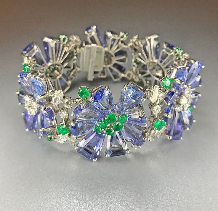 Oscar Heyman sapphire bracelet at Simon Teakle, photo by Cheryl Kremkow
