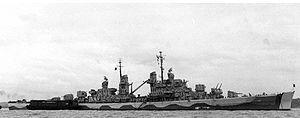 USS Juneau (CL-52) -  Incrociatore leggero classe Atlanta - Entrata in servizio il 14 febbraio 1942 - Caratteristiche generali Dislocamentostandard 6.000 t a pieno carico 7.400 t Lunghezza165,05 m Larghezza15,90 m Pescaggio4,98 m Propulsionequattro caldaie a vapore per due alberi motore; 75.000 hp Velocità33,6 nodi Autonomia8.500 miglia a 15 nodi Equipaggio673 - Affondata il 13 novLa nave ritratta nel giugno del 1942 al largo di New York, con applicata la nuova colorazione mimetica.