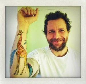 un-tattoo-a-forma-di-giraffa-per-lorenzo-jovanotti