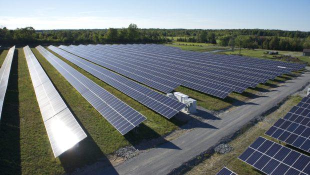 Nextracker Rolls Bifacial Solar Dice For 750 Megawatts Solar Solar Panels Best Solar Panels