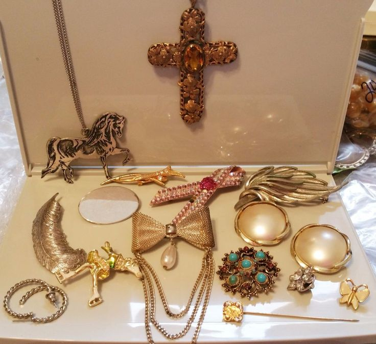 15 Piece Beautiful Vintage Jewelry Lot all in tact ...