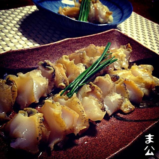 北海道産生つぶ貝(╭☞΄◞ิ◟ิ‵)╭☞ ゲッツ‼ いゃぃゃ、鶴見区馬場のスーパーサンライズの鮮魚部最高です‼ スーパーって言いながら魚屋クラスの品が勢ぞろい‼ 殻から出てる状態で生✨ もちろん下ごしらえはしますが、何より、ハンマーで叩き割らずに、生つぶ貝刺しが食べられるぅ〜‼(笑) コリコリ旨旨( ´)Д(`)ウマー ビバリー北海道‼ - 175件のもぐもぐ - 北海道産つぶ貝刺 Sashimi - Tsubugai (a kind of shellfish) by makooo