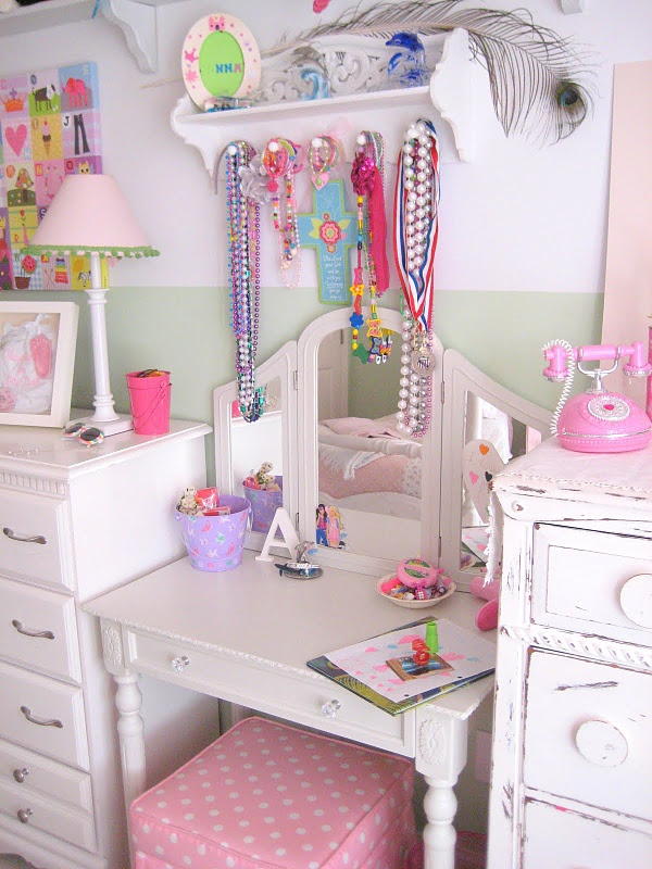best 25 girls vanity table ideas on pinterest vanity tables vanity with mirror and diy. Black Bedroom Furniture Sets. Home Design Ideas