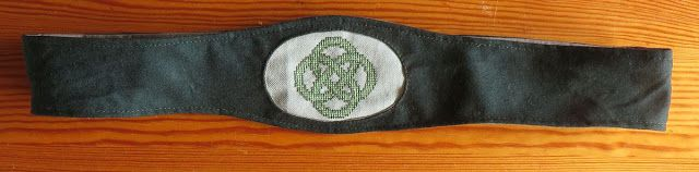 Mondkunst: Keltischer Knoten an Wolle auf Grün - bestickter S...